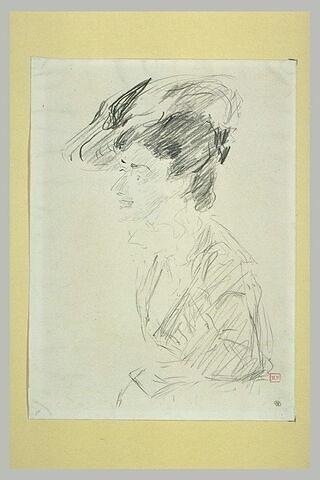 Jeune femme coiffée d'un chapeau, en buste, tournée vers la gauche