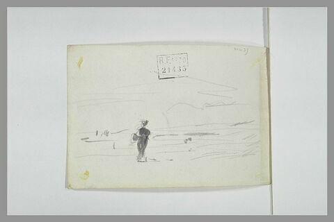 Femme debout sur un plage