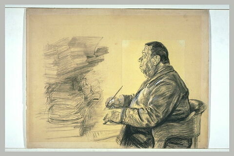 Gros homme assis dans un fauteuil, devant une table, tenant un porte-plume