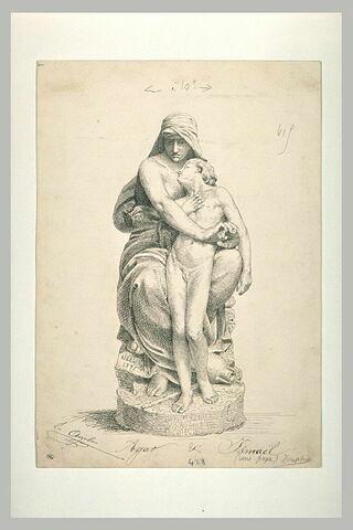 Statue de femmes assise, tenant dans ses bras un enfant : Agar et Ismaël