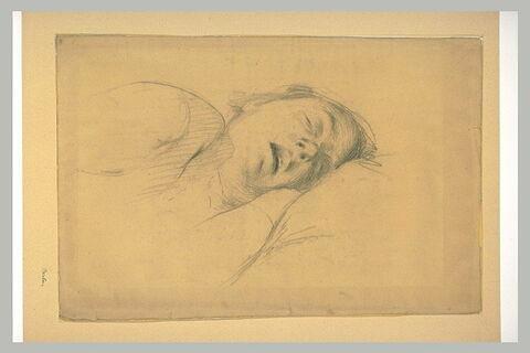 Tête de femme endormie sur un oreiller