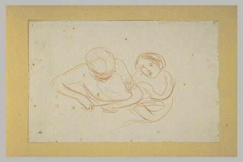 Jeune fille tenant une femme par le bras