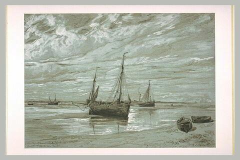 Bateaux de pêche échoués à marée basse, dans la baie de Somme