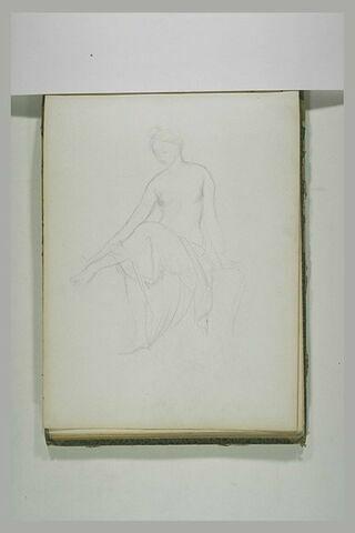 Femme nue se lavant les pieds