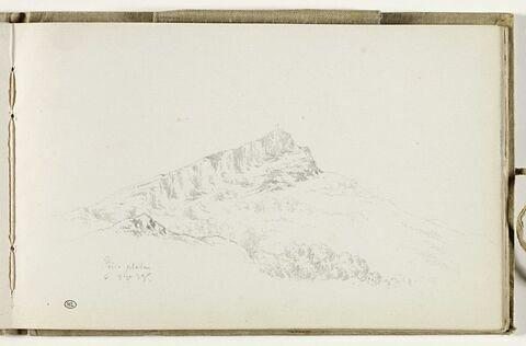 Drapeau au sommet d'une montagne