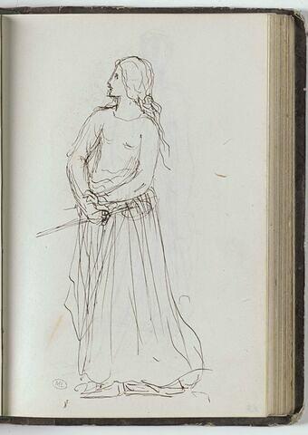 Femme vêtue d'une robe, les cheveux attachés derrière la tête