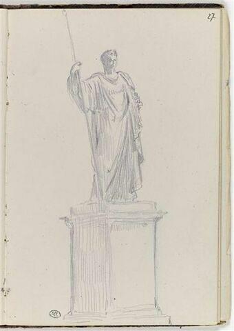 Statue sur un piédestal