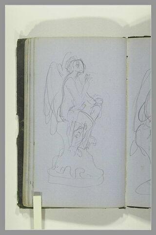 Figure ailée, assise sur un socle, vue de profil