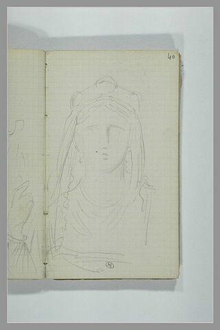 Une jeune femme en costume médiéval
