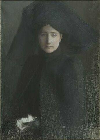 Portrait de femme à mi-corps, de face, en vêtements de deuil