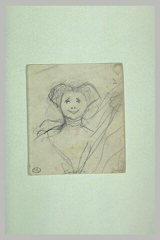 Femme vue en buste, de face, souriant, avec ruban autour du cou