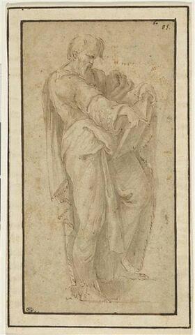 Un apôtre debout tenant un livre