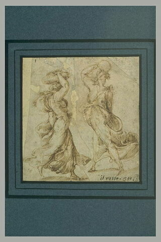 Deux femmes, avec des longues robes, portant des objets sur la tête