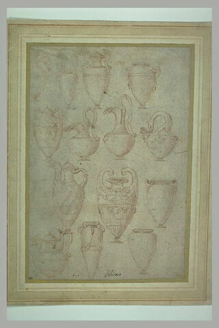 Quatorze vases de diverses formes