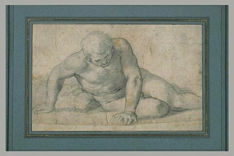 Homme nu, de face, à demi-étendu, tentant de se relever