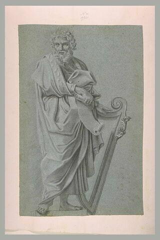 David, debout, tenant un rouleau et une harpe