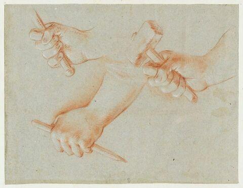 Trois mains tenant des outils de sculpteur