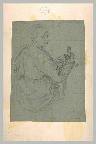 Femme à mi-corps, vue de dos et de trois quart, tenant une épée