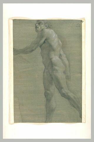 Homme nu, marchant vers la gauche, regardant vers le haut