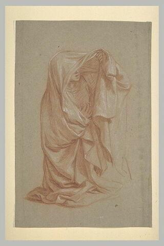 Femme drapée et voilée, à genoux