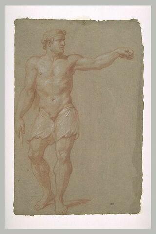 Homme demi nu, debout, le bras gauche tendu sur le côté