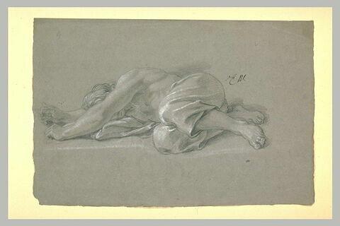 Homme demi-nu, étendu à terre