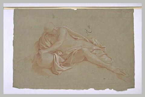 Figure demi-nue, appuyée sur une urne renversée
