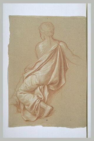 Femme drapée assise, vue de dos, les épaules nues