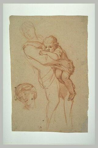 Femme debout, portant un enfant