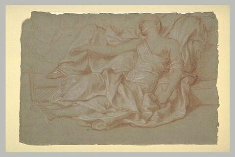 Femme drapée, à demi-allongée