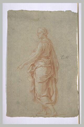 Femme drapée, debout