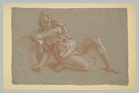 Femme vêtue, un genou à terre