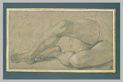 Deux jambes d'une figure allongée