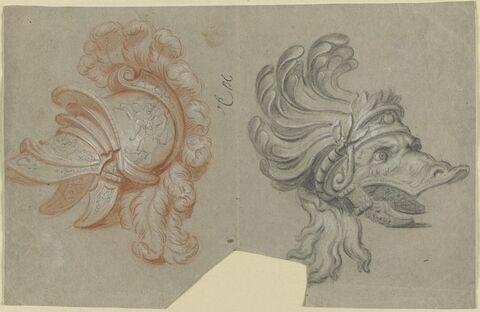 Deux casques, dont un en forme d'une tête d'animal