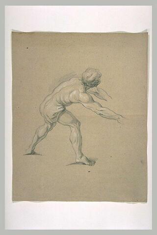 Homme demi-nu, penché en avant, les bras tendus