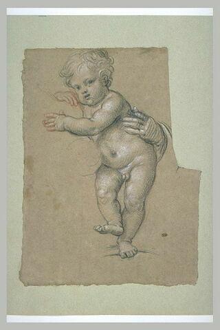 Enfant nu, debout, soutenu par une main