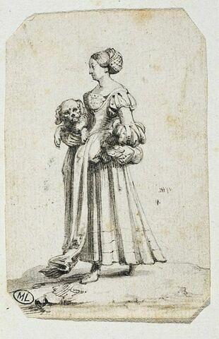 Une villageoise portant un petit chien sous le bras droit