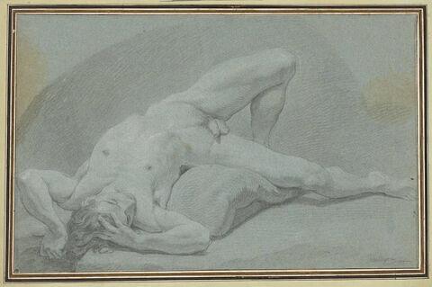 Homme nu, étendu sur un matelas plié sous lui