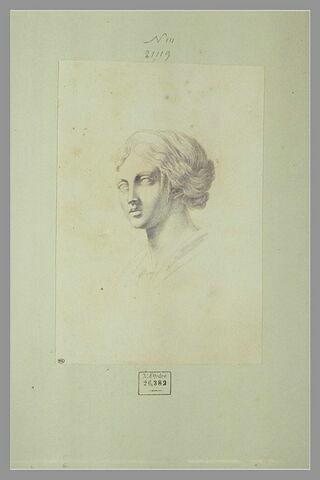 Tête de femme, d'après l'antique, un diadème dans les cheveux