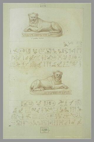 Deux lions accroupis ; inscriptions en hiéroglyphes