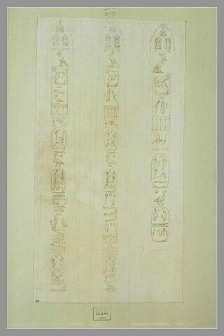 Les trois faces d'un obélisque couvert de hiéroglyphes