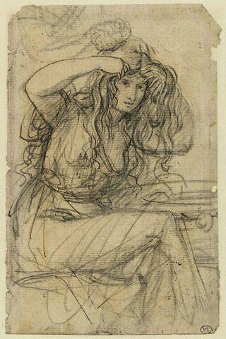 Une femme assise se coiffant avec ses mains