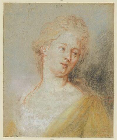 Portrait de jeune femme, la tête inclinée et regardant à gauche