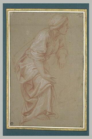 Femme drapée, de profil