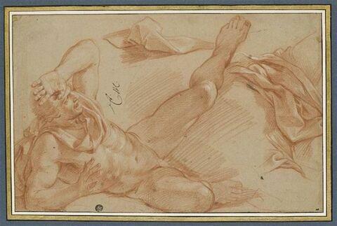 Un homme nu, renversé à terre