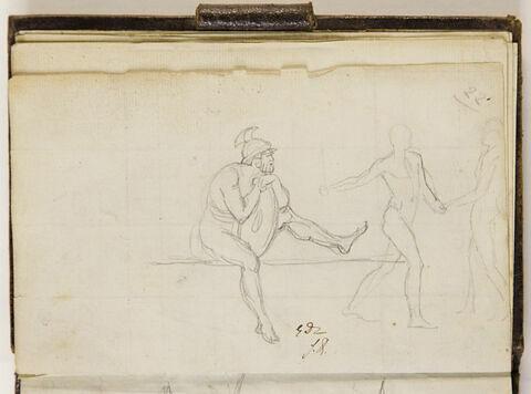 Un homme nu casqué assis ; deux hommes nus