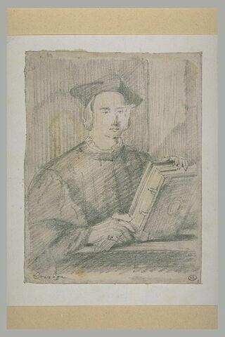 Jeune homme tenant un livre