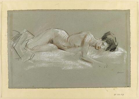Femme nue couchée sur le côté gauche, les jambes recouvertes d'une étoffe