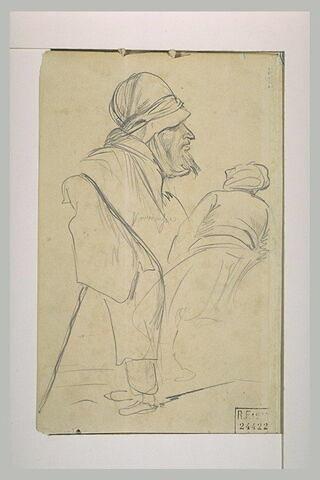 Vieil arabe en buste, de profil à droite, femme voilée, et arabe de dos