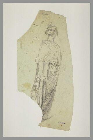 Femme drapée, debout, de trois quarts à droite